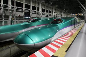 E5系とH5系(新函館北斗駅にて)